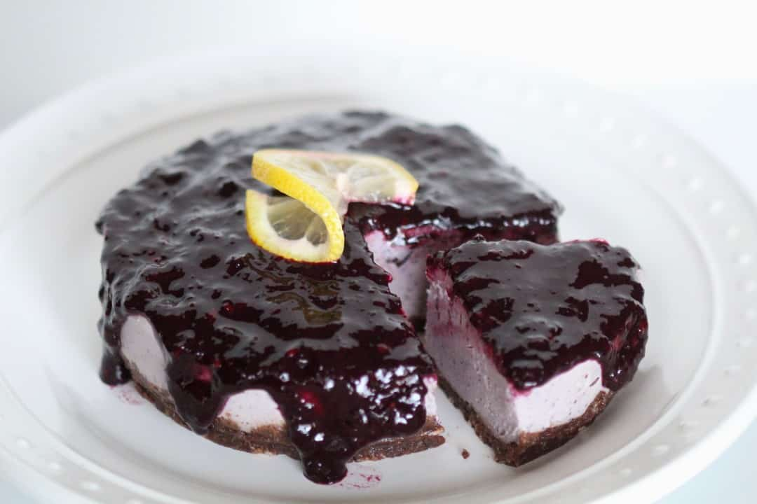 RAW VEGAN BLUEBERRY BANANA CHEESECAKE