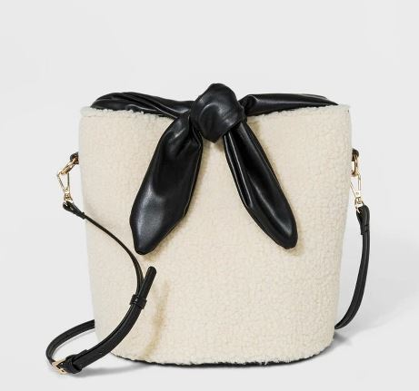 BEIGE FAUX FUR BUCKET BAG BY WHO WHAT WEAR