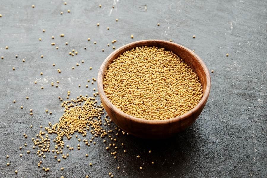 Mustard seeds on bowl