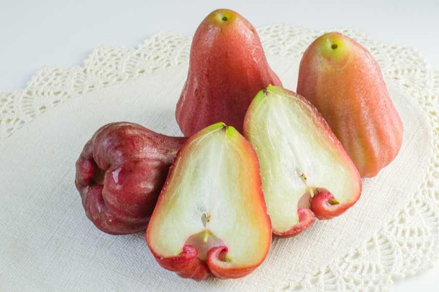 Rose apples sliced